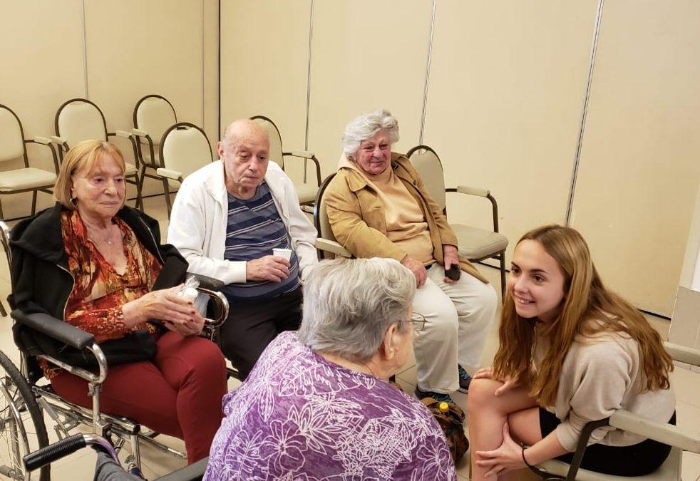 Gran experiencia y conexión entre alumnas y abuelos