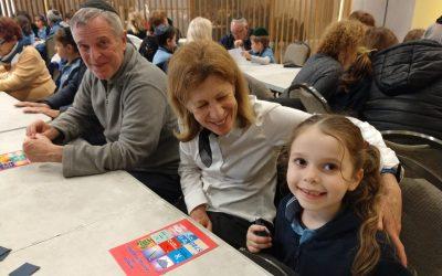 Sucot con abuelos en la primaria