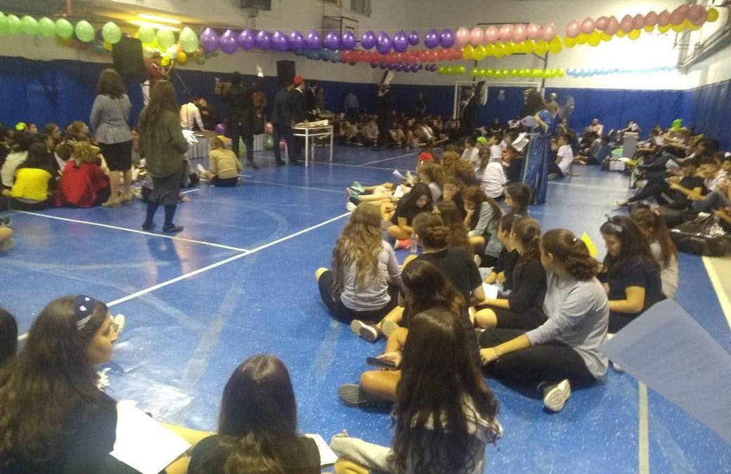 Festejo de Purim en el secundario